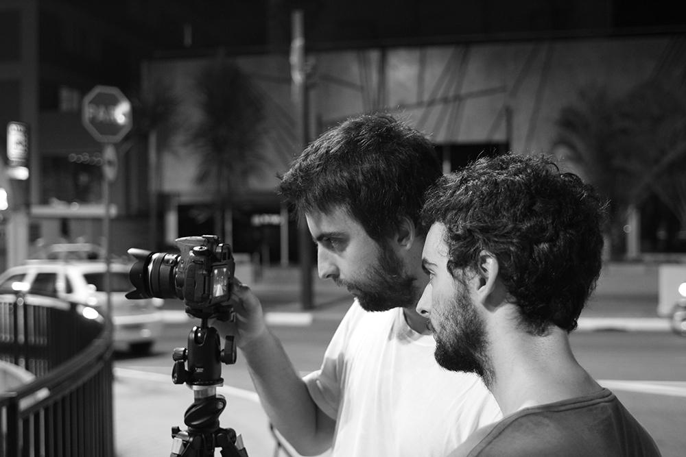Marcelo e Danilo durante a produção. (2014)
